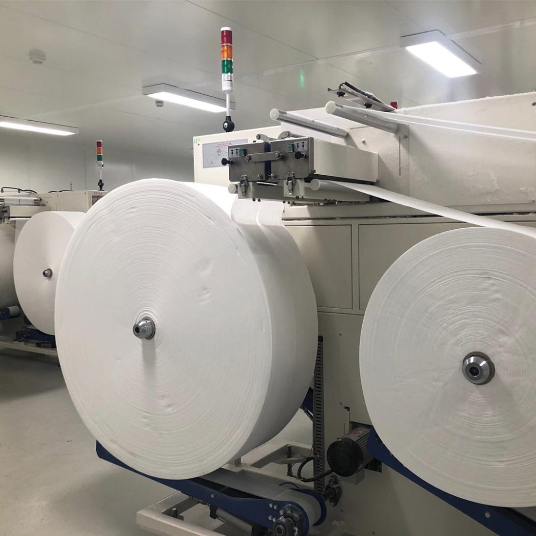 Neue WaterWipes in einem frühen Produktionsstadium werden auf die biologische Abbaubarkeit getestet.