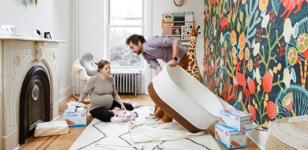 Embarazada viendo ecografía.